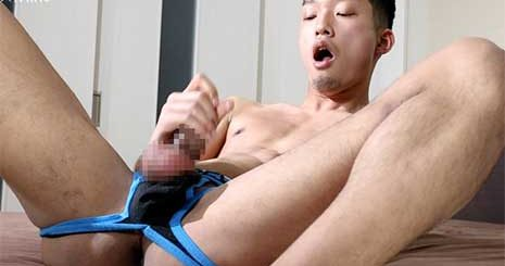 If you've downloaded my FUJ-035 previous upload, you would recognise this Japanese guy. He has the penchant for copious amounts of pee each time his ass is probed, be it with a vibrator or a dildo. Amazing!