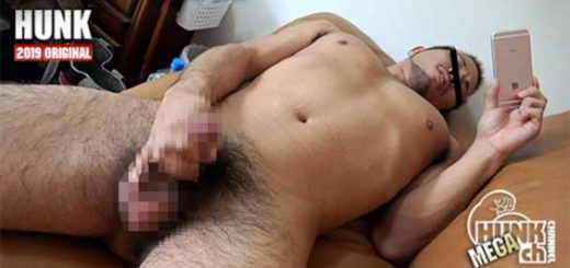 Ryo-kun, a hairy lower GV-OAV711 body of martial arts, fascinates the lower body of the beast with a super erotic angle !! Take off and masturbate !! I will peel off the skin of the innocent dick !!!